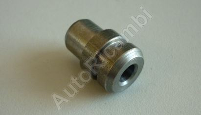 Cylinder head pin Iveco Daily 2,8 with hole for oil