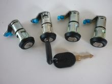 Set of locks Iveco Daily 2x key, 4x lock insert
